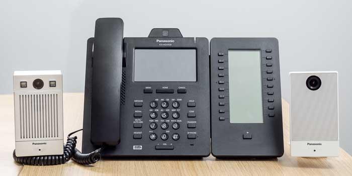 IP-домофон KX-NTV160, IP-телефон Panasonic KX-HDV430 и коммуникационная IP-камера Panasonic KX-NTV150